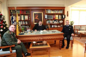Τα πρωτοχρονιάτικα κάλαντα έψαλλαν στον Αντιπεριφερειάρχη Κοζάνης Παναγιώτη Πλακεντά στην Π.Ε. Κοζάνης, ο Στρατός και η Πανδώρα