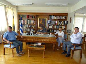 Ο τρόπος παροχής βοήθειας στους πυρόπληκτους κατοίκους της Αττικής ήταν το αντικείμενο της σύσκεψης που πραγματοποιήθηκε με εντολή του Περιφερειάρχη Δυτικής Μακεδονίας Θεόδωρου Καρυπίδη, την Τετάρτη 25 Ιουλίου, στα γραφεία της Π.Ε. Κοζάνης