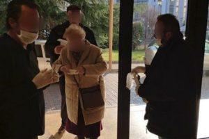 Με μάσκες εφοδιάζονται οι πολίτες που επισκέπτονται τις υπηρεσίες της Π.Ε. Κοζάνης