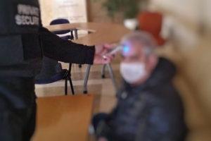 Με θερμομέτρηση εισέρχονται στα κτίρια της Π.Ε. Κοζάνης οι πολίτες
