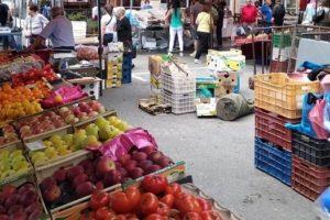 Εντείνονται οι έλεγχοι στις λαϊκές αγορές από μικτά κλιμάκια των αρμόδιων υπηρεσιών της Περιφέρειας Δυτικής Μακεδονίας. Στόχος η καλύτερη και εύρυθμη λειτουργία προς όφελος των πολιτών